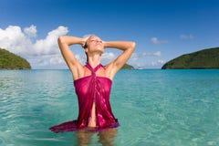Het sensuele strand van de vrouw stock fotografie