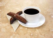 Het servet en biscotti van de koffie Stock Fotografie