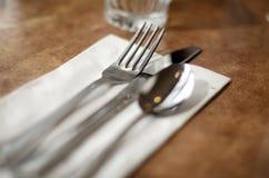 Het servet van de messenvork in een diner koffierestaurant de V.S. Royalty-vrije Stock Fotografie