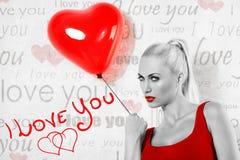 Het sexy beeld van de valentijnskaartbw van het blondemeisje royalty-vrije stock afbeelding