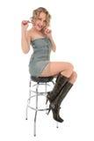 Het sexy blonde kussen op een staafstoel Royalty-vrije Stock Fotografie