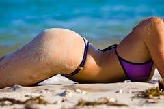 Het sexy Meisje van de Bikini op Strand Royalty-vrije Stock Foto