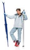 Het sexy meisje van de winter in grijs sportenkostuum en met skis Stock Foto's
