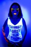 Het sexy neon van het vrouwen uvlicht maakt omhoog schoonheid Royalty-vrije Stock Foto's