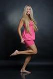 Het sexy vrouw dansen Royalty-vrije Stock Afbeeldingen