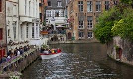 Het sightseeing van boot in Brugge royalty-vrije stock afbeelding
