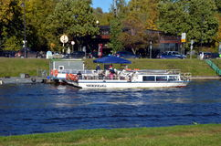 Het sightseeing van boten in heilige-Petersburg Stock Foto's