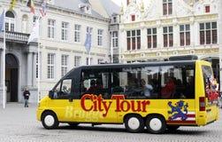Het sightseeing van Bus in Brugge Stock Afbeelding