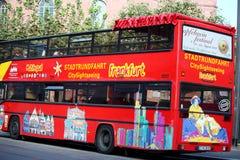 Het sightseeing van Bus in Frankfurt, Duitsland Royalty-vrije Stock Foto