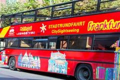 Het sightseeing van Bus in Frankfurt, Duitsland Royalty-vrije Stock Foto's