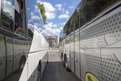 Het sightseeing van bussen op de straten van Berlijn royalty-vrije stock afbeelding