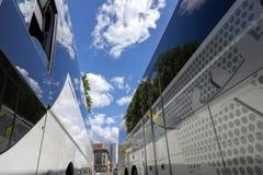 Het sightseeing van bussen op de straten van Berlijn stock fotografie