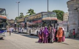 Het sightseeing van busstation in het Sultanahmet-Vierkant, Istanboel royalty-vrije stock afbeelding