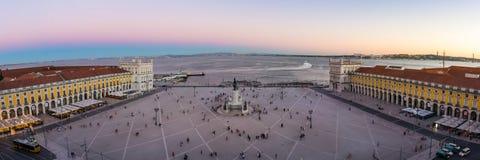 Het Sightseeingsbestemming van Comercio Vierkante Lissabon Portugal tijdens S stock foto's