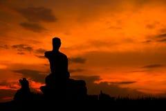 Het silhouet geruïneerde standbeeld van Boedha, Thailand Royalty-vrije Stock Fotografie