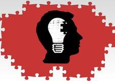 Het silhouet van a bemant hoofd met een gloeilamp en een puzzel Stock Fotografie