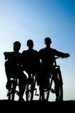 Het silhouet van a bemant op de fiets Stock Foto