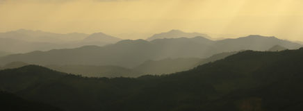 Het silhouet van bergen Stock Foto