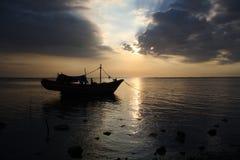 Het Silhouet van de boot Stock Foto's