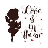Het silhouet van de cupidoliefde met harp en Liefde is op de lucht Royalty-vrije Stock Foto