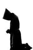 Het silhouet van de de monnikspriester van de mens het bidden Stock Fotografie