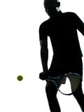 Het silhouet van de de spelerbackhand van het mensentennis Royalty-vrije Stock Fotografie
