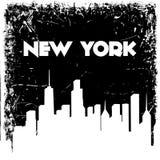 Het silhouet van de de stadshorizon van New York op grungeachtergrond Vector hand getrokken illustratie royalty-vrije illustratie