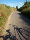 Het silhouet van de fiets royalty-vrije stock afbeeldingen