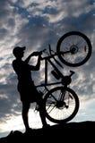 Het silhouet van de fietser Royalty-vrije Stock Foto's