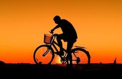 Het silhouet van de fietser Royalty-vrije Stock Afbeeldingen