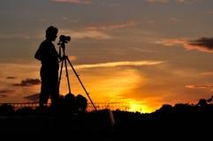 Het silhouet van de fotograaf Stock Foto's