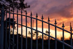 Het silhouet van de metaalomheining royalty-vrije stock foto