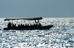 Het silhouet van de motorboot stock afbeelding