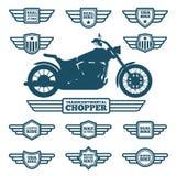 Het silhouet van de sportmotor en uitstekende vleugeletiketten vector illustratie