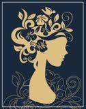Het silhouet van de vrouw in bloemen Stock Foto's