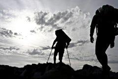 Het silhouet van de wandelaar Stock Foto's