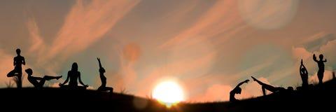 het silhouet van de yogagroep bij zonsondergang vector illustratie