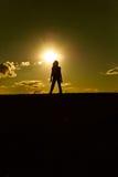 Het silhouet van de zonsondergang Stock Foto's