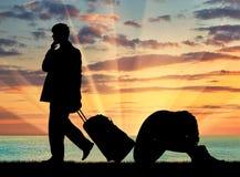 Het silhouet van een man verlaat een vrouw Stock Foto