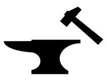 Het silhouet van het aambeeld en van de houten hamer Stock Afbeelding