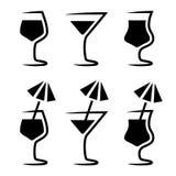 Het silhouet van het cocktailglas met parasol Royalty-vrije Stock Afbeelding