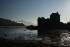 Het silhouet van het Kasteel van Donan van Eilean Royalty-vrije Stock Fotografie