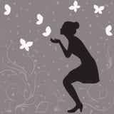 Het silhouet van het meisjesprofiel en witte vlinders Stock Afbeelding