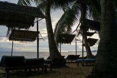 het silhouet van het strandbed Stock Afbeelding