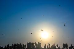 Het Silhouet van het vliegerfestival stock foto
