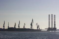 Het silhouet van scheepswerfuljanik royalty-vrije stock foto