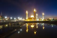 Het silhouetbeeld van zonsondergang bij moskee Royalty-vrije Stock Afbeelding