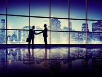 Het Silhouetconcept van de bedrijfsmensenhanddruk Royalty-vrije Stock Fotografie