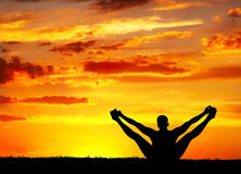 Het silhouetmerudandasana van de yoga draagt stelt Stock Fotografie