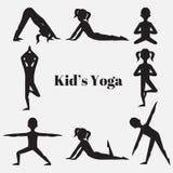Het silhouetreeks van yogajonge geitjes Gymnastiek voor kinderen en gezonde levensstijl De oefeningen van de yoga Yogaklasse, yog vector illustratie